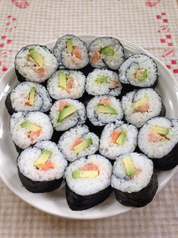 トロサーモンとアボカドの巻き寿司♪