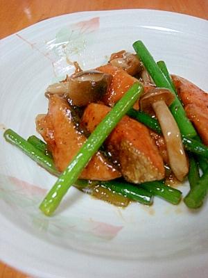 夏バテ解消★鮭とニンニクの芽の炒めもの