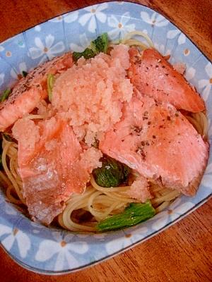 ピリ辛が食欲そそる!明太と鮭のパスタ