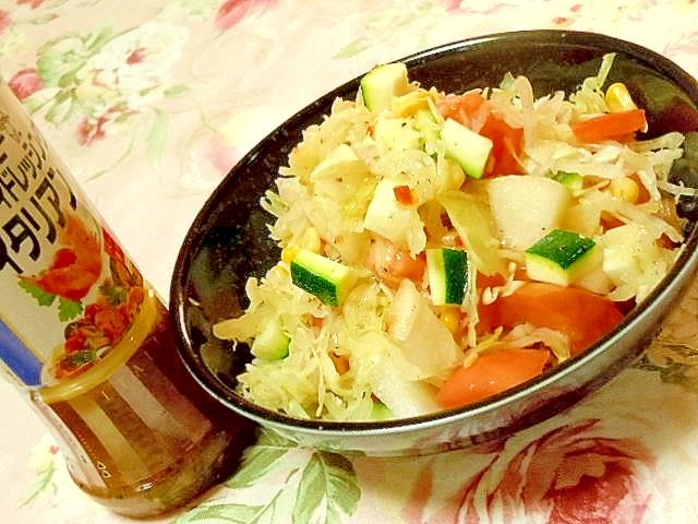梨とズッキーニとキャベツコーンとトマトのサラダ