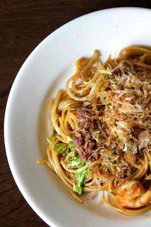 鉄板焼き店のもっちり食感『焼きスパゲティー』