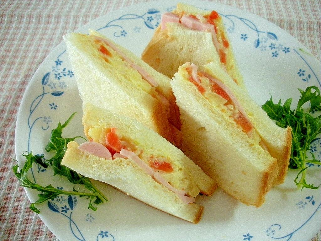 ☆ポテトサラダと魚肉ソーセージのサンドイッチ☆