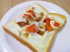 うまうま♪やきとり缶とフレッシュ野菜のトースト♪
