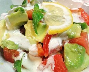 アボカドトマトのシンプルバジルサラダ