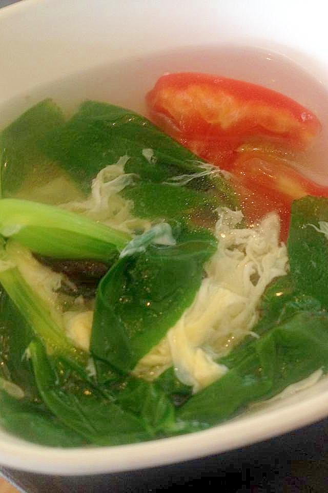 小松菜と卵のトマトスープ