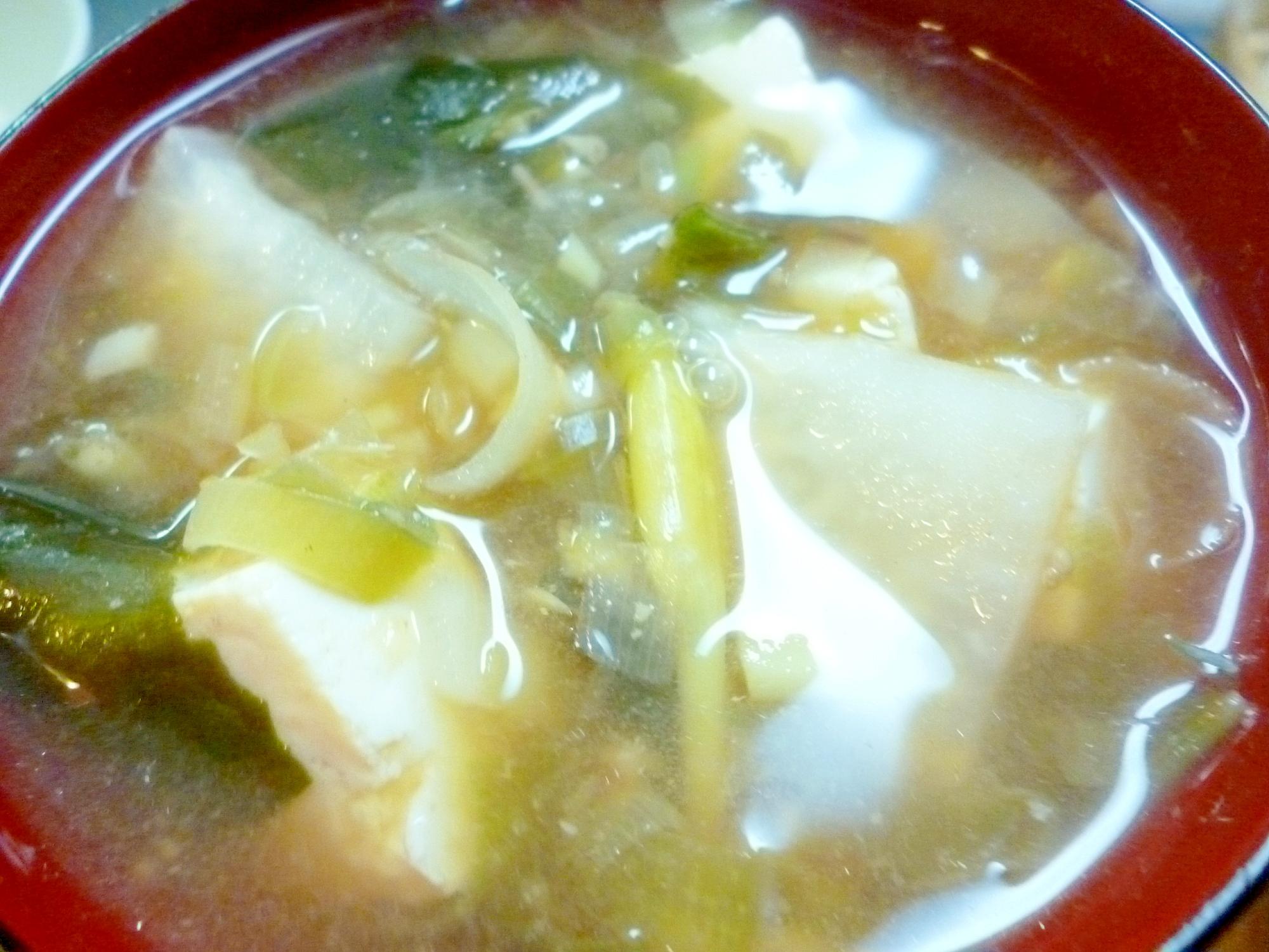 豆腐・大根・わかめ・茗荷の味噌汁
