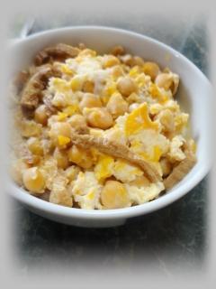 ひよこ豆といなりアゲの卵とじ