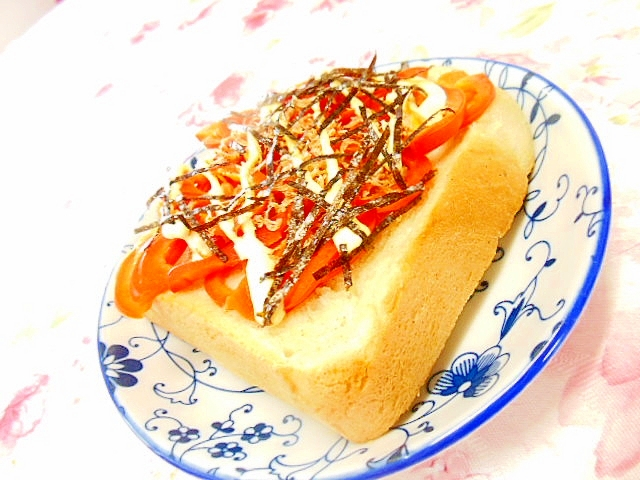 赤ピーマンと花小エビと海苔の生姜マヨトースト