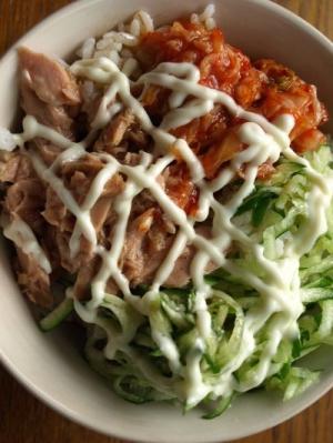 キムチの和風サラダ丼