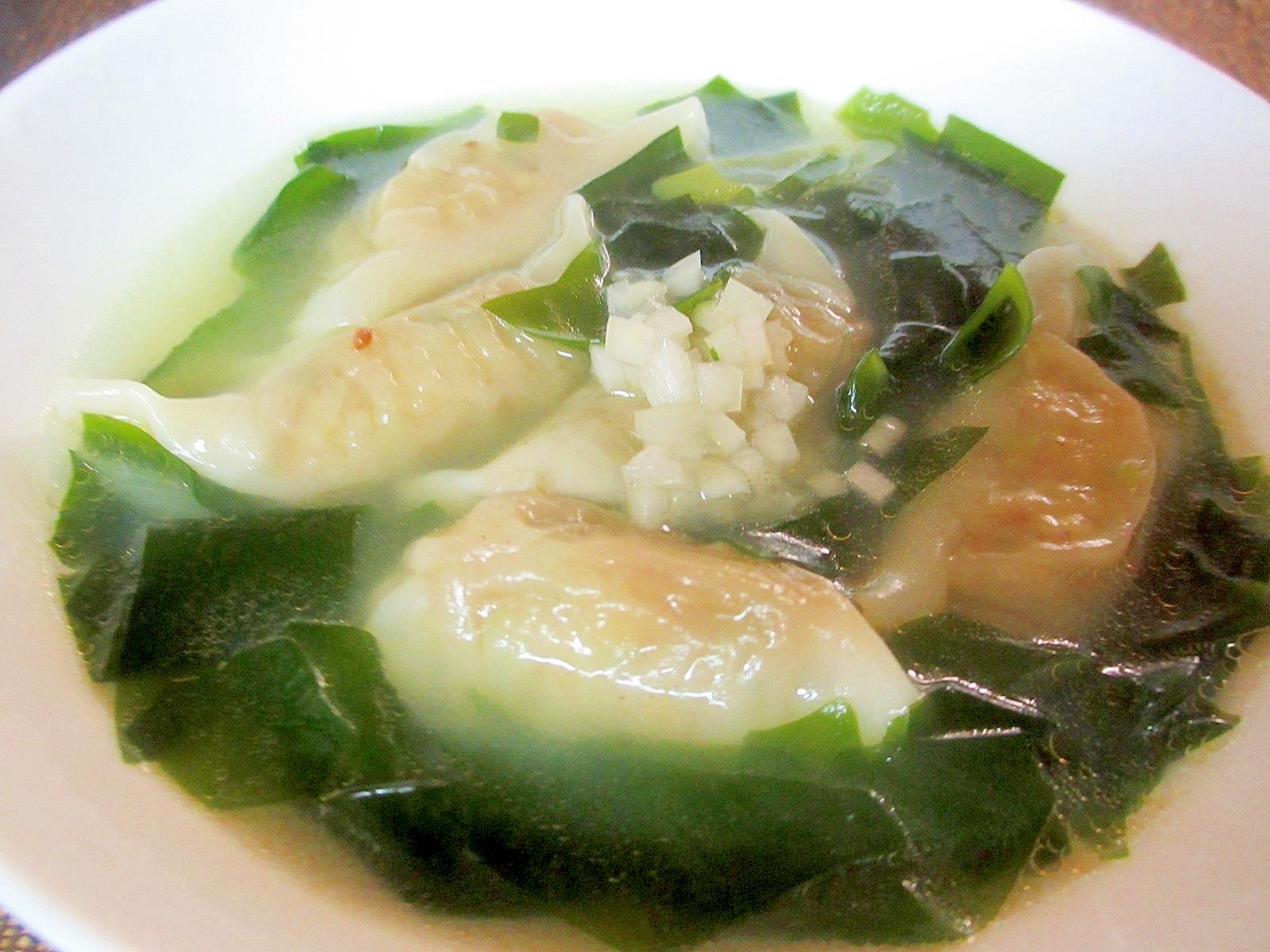 餃子とわかめのスープ