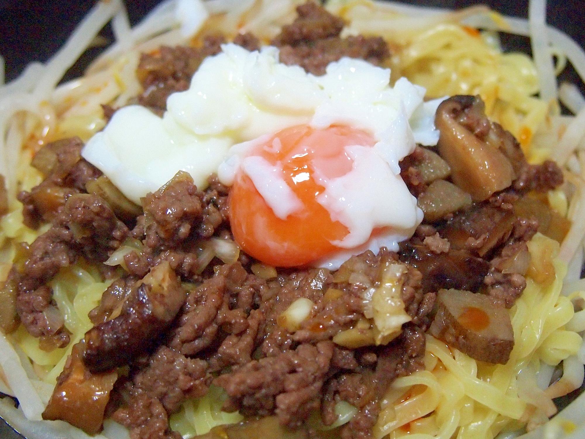 ひき肉とごぼうとしいたけのピリ辛和え麺