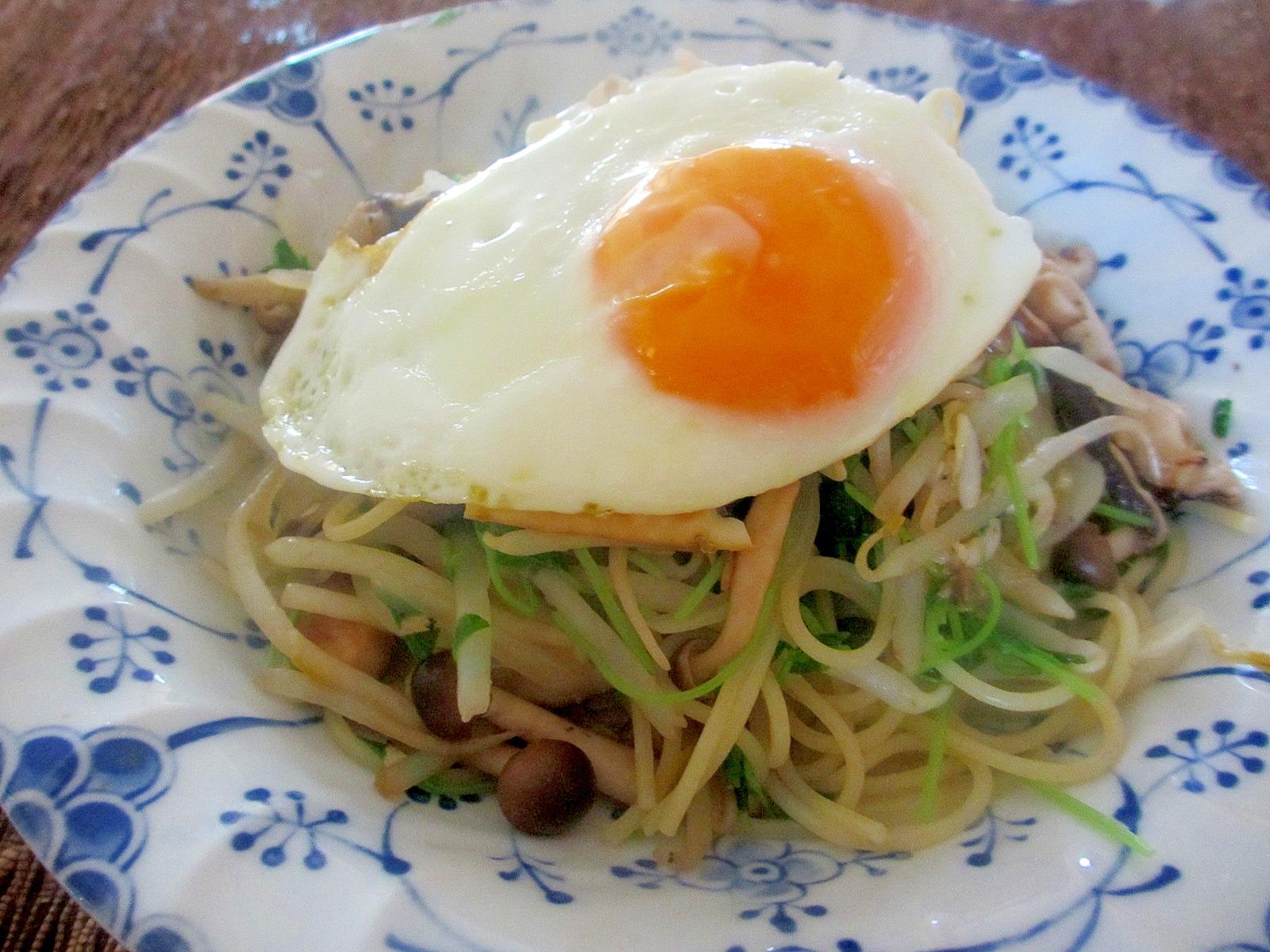 豆苗と卵のアジアンパスタ