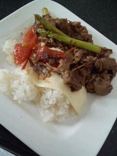 牛肉とアスパラとトマトのカフェ風ご飯
