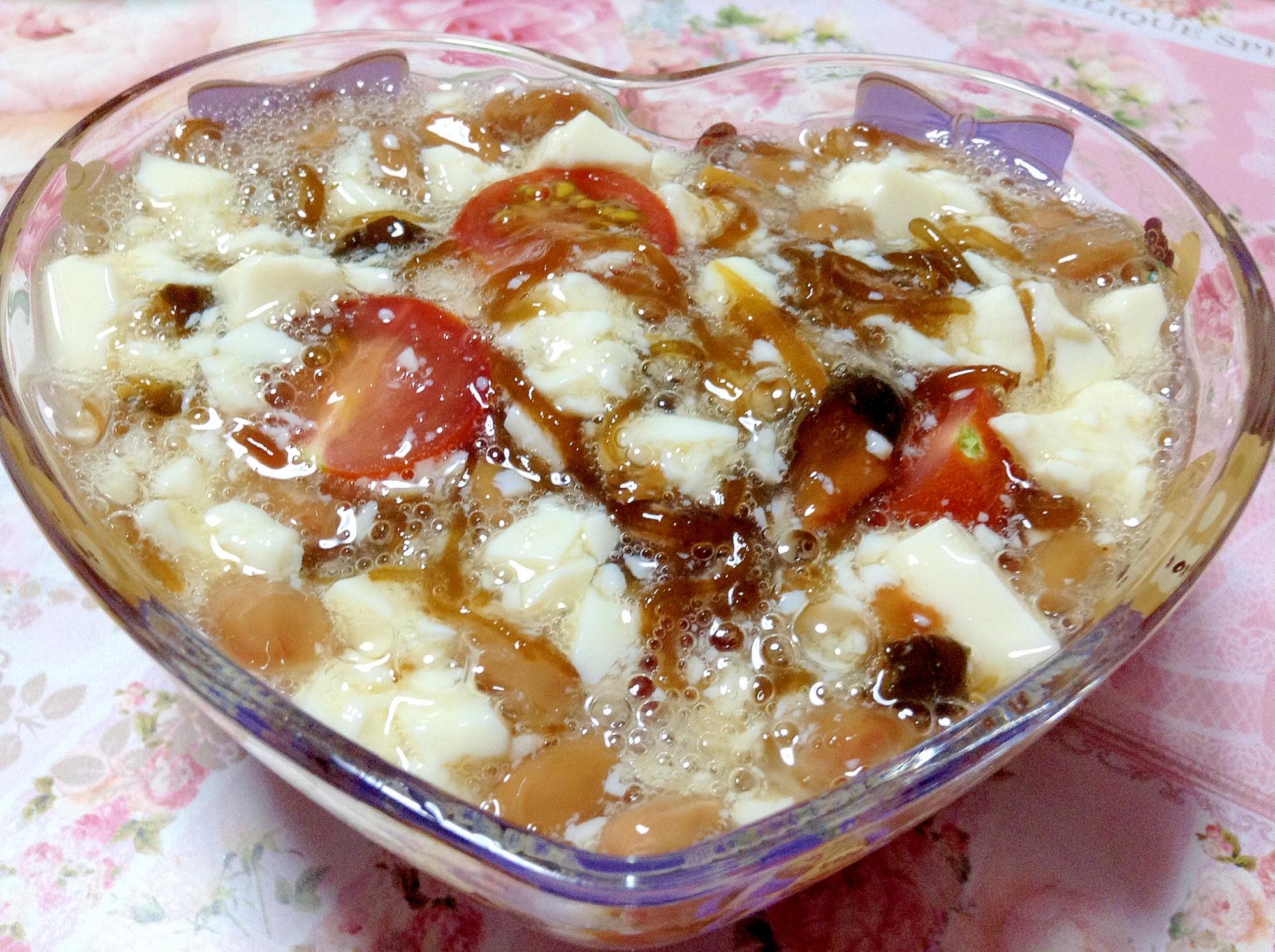 キューちゃん入り豆腐とトマトとメカブ納豆
