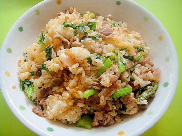 15. もりもり食べたい!しめじと白菜キムチのチャーハン