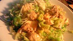 タジン鍋を使った具沢山の鶏とキャベツのパスタ