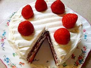 イチゴのココアホワイトチョコケーキ