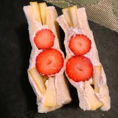 苺と林檎のきな粉クリームフルーツサンド