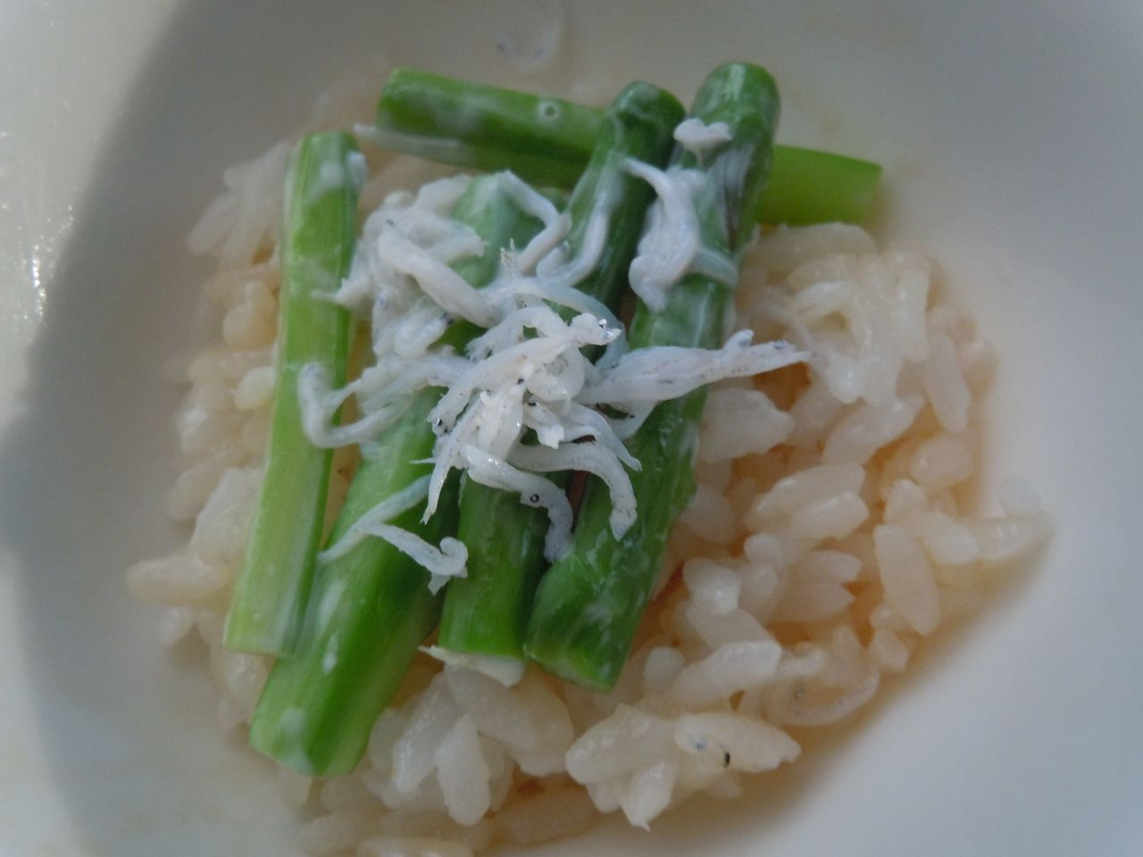 麺つゆご飯でアスパラとシラスマヨ丼
