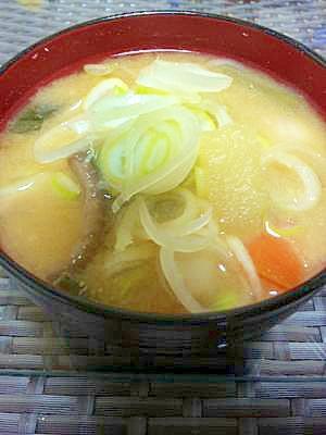 大根と根菜のお味噌汁☆葱たっぷりのせ