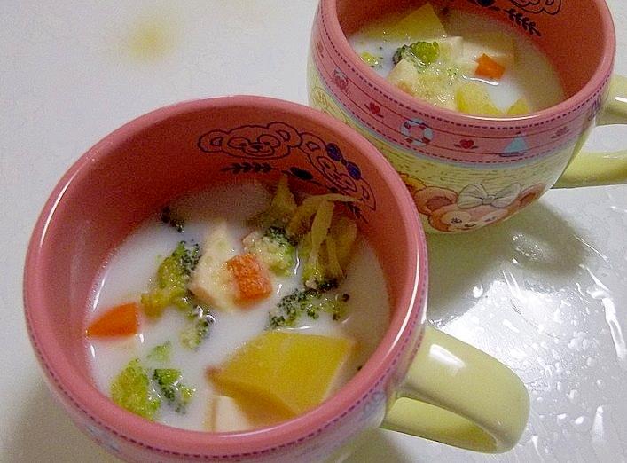 家族でぽかぽか*ツナと豆腐と根菜の牛乳スープ*