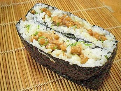 「ネギマヨ納豆のおにぎらず」