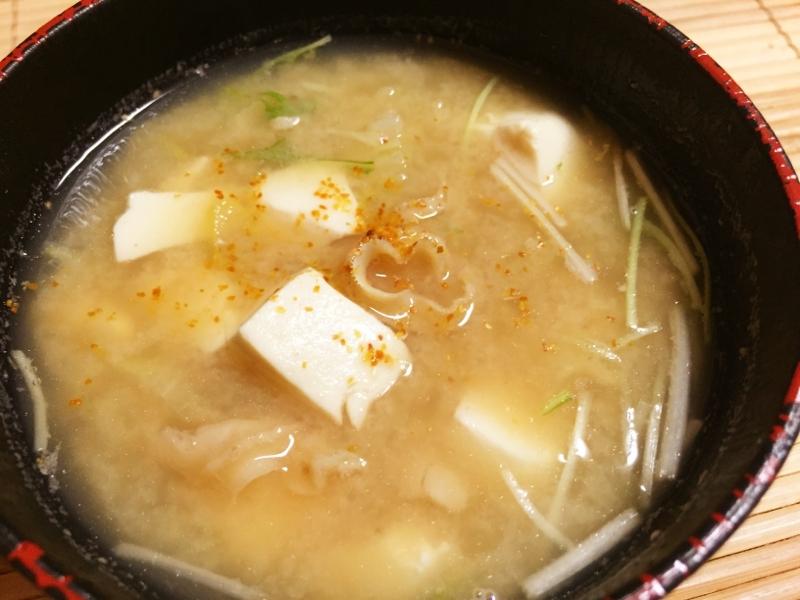 だしがきいてる!豆腐とホタテのヒモの味噌汁