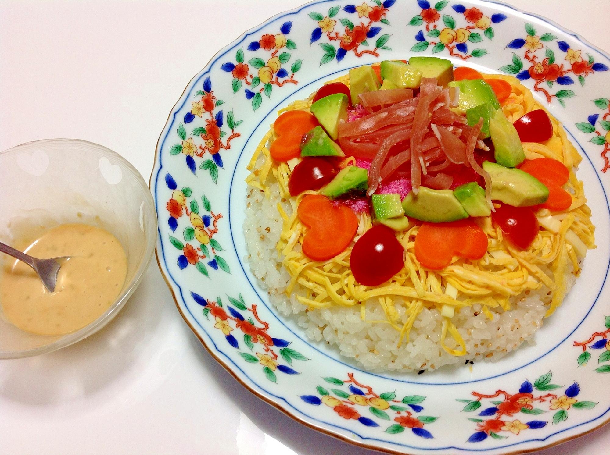 アボカド×生ハム×トマトのカラフルちらし寿司ケーキ