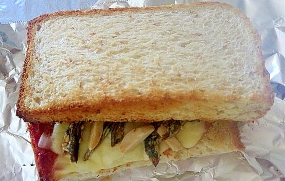 アーモンド小魚のトーストサンド