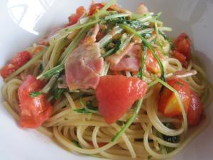 ベーコンとフレッシュトマト、水菜のスパゲッティ
