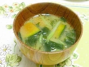 ブロッコリーの茎とカボチャの味噌汁