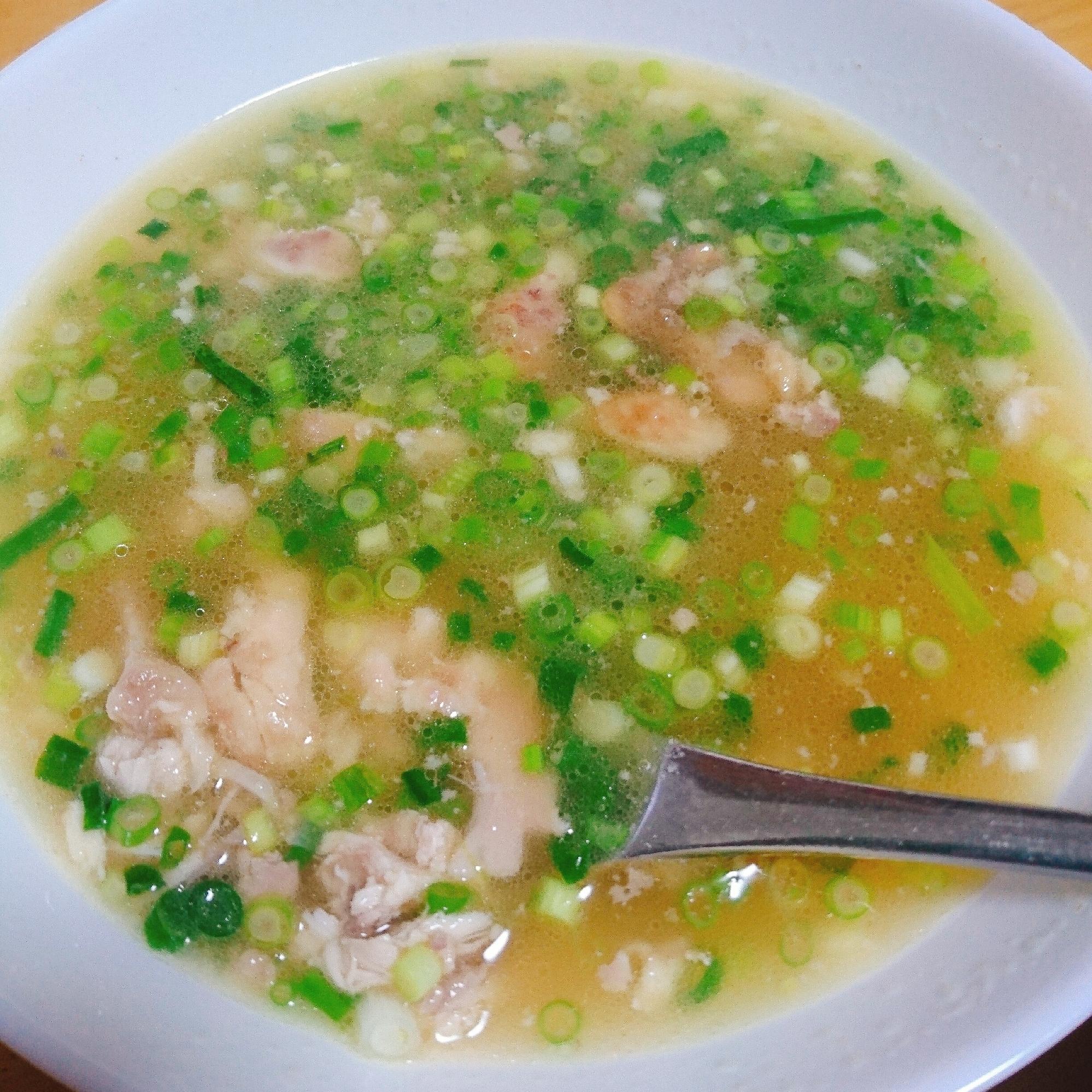 ロティサリーチキンのほぐし身とたっぷりネギのスープ