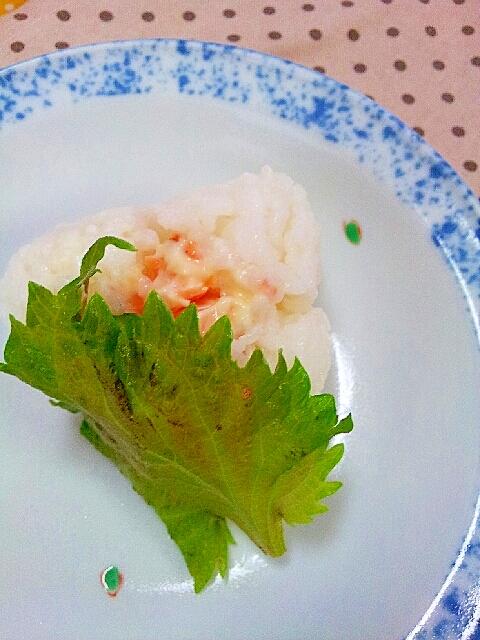 鮭マヨご飯で大葉巻きおにぎり