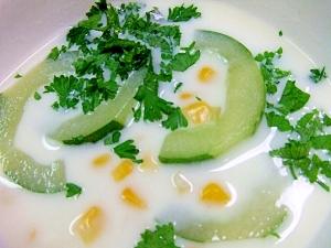 きゅうり、トウモロコシのミルクスープ