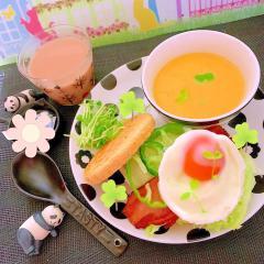 炙りベーコンと卵のバジルチーズマフィンサンド