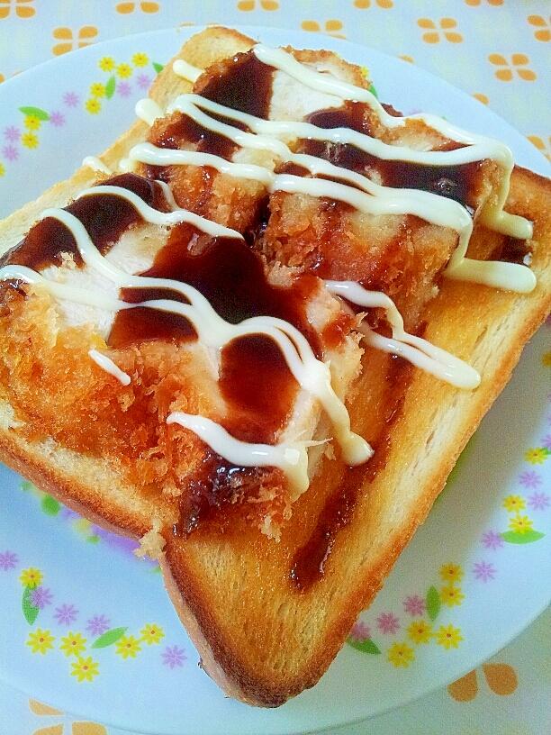 チキンカツのソースとマヨネーズのトースト♪