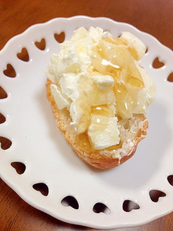 りんごとクリームチーズのカナッペ