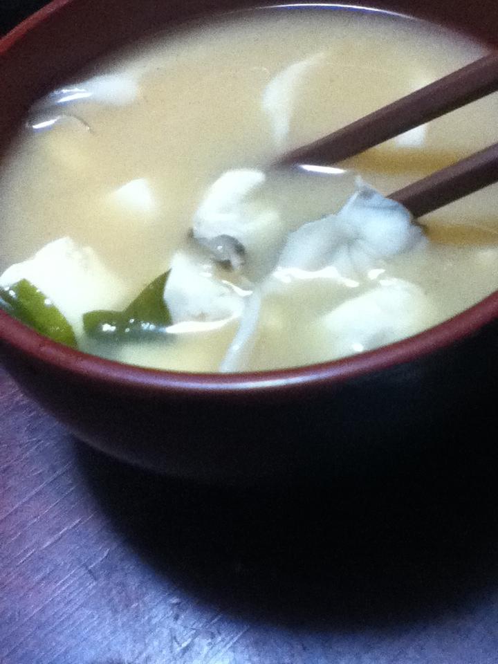 舞茸と豆腐とワカメの味噌汁