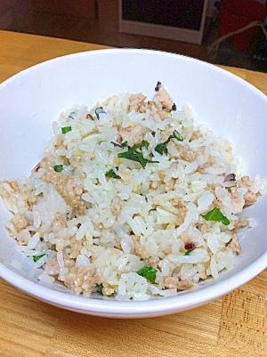 ピリ辛☆バジルと鶏ひきのエスニック炒飯
