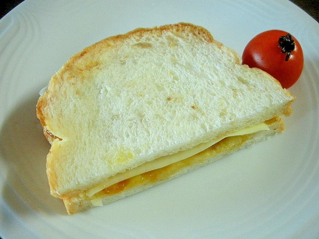 マーマレードとチーズのほんのり中華なサンドイッチ♪