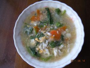 今が旬の野菜をたっぷりつかった卵入り野菜スープ
