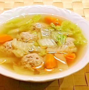 肉 白菜 団子 スープ と の