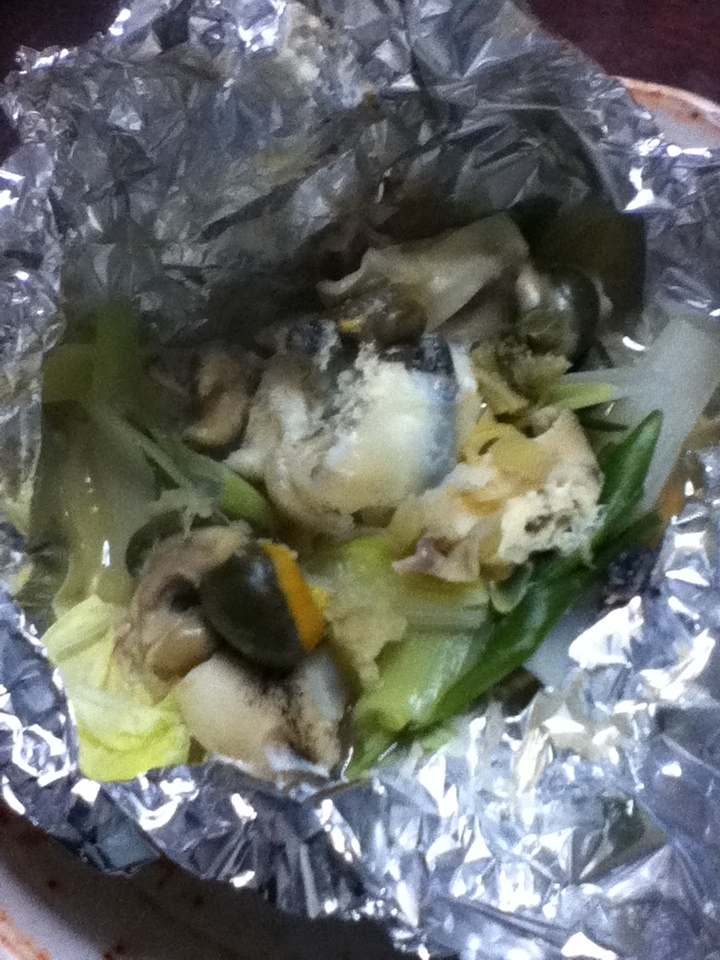 つぶ貝と白菜とネギのホイル焼き