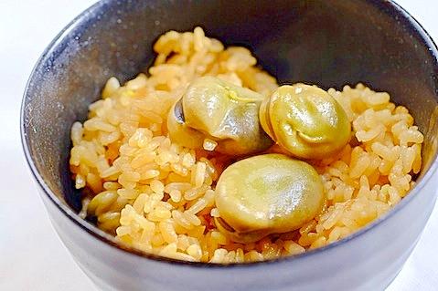 3. 醤油で香ばしいそら豆ご飯