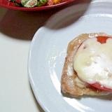 トマトとチーズをのせた豚肉のソテー