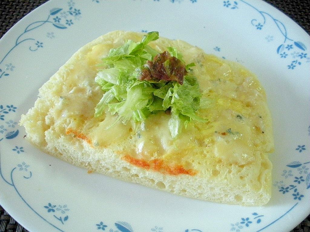 お夜食に!ブルーチーズのレタスおかかトースト♪
