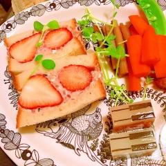 バルサミコ薫る苺の雑穀ヨーグルトクリチーサンド
