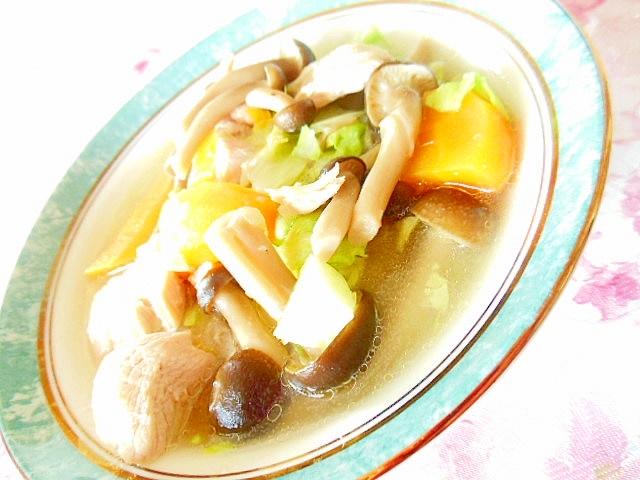 たっぷり茸と玉葱・人参の鶏の白湯スープ