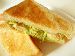 ぷりぷりエビ&アボカドのトーストサンド