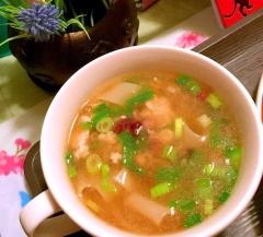 餃子の皮de鶏ささミンチと雑穀の葱ワンタンスープ